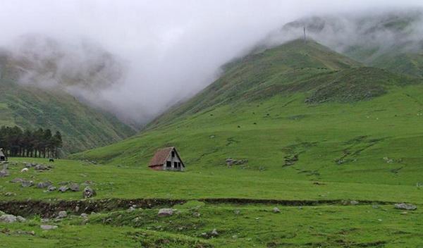 Cabaña solitaria en el Valle del Tafí